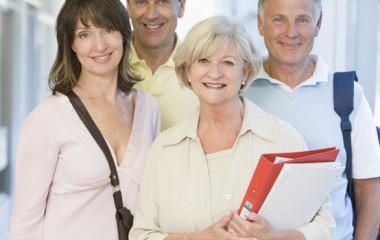 Wypłata emerytury tylko po rozwiązaniu umowy