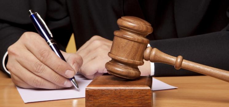 Sprawy z wokandy : Analiza wydarzeń szkolnych, które znalazły swój finał w sądzie
